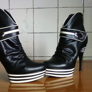 ПРОДАМ ботинки демисезонные р-р 38-39