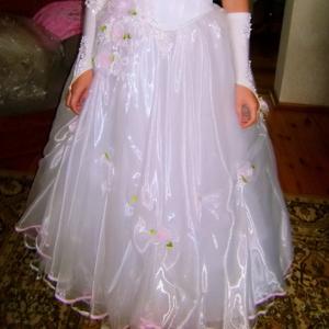 Свадебное платье размер 44-46,  очень красивое,  с розоватым оттенком и
