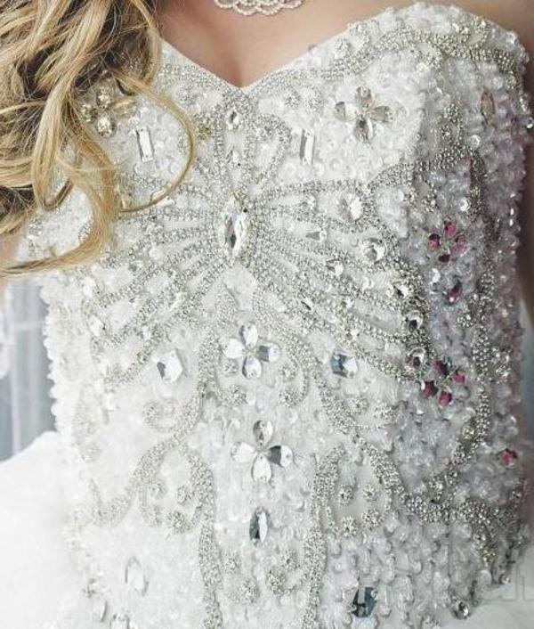 шикарное свадебное платье со шлейфом  4